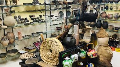 Photo of عُماني يمتلك حوالي 1000 قطعة أثرية ويُنشئ متحفًا مصغّرًا في منزله