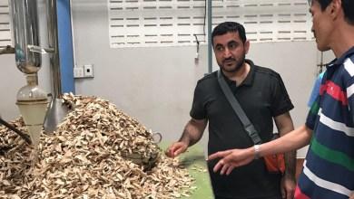 """Photo of شاب عُماني يُحوِّل شغفه بدهن العود إلى مشروع تجاري.. ويحلم بـ """"مصنع"""""""