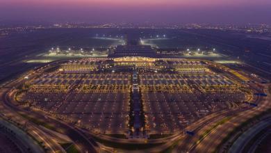 Photo of إقبال من زوار مطار مسقط الدولي لدفع رسوم مواقف السيارات ببطاقات بنك مسقط