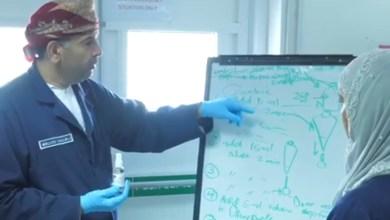 Photo of بالفيديو: مُعقِّم بأيادٍ عُمانية…ومختص يوضح حول تصنيعه