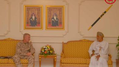 Photo of سمو السيد شهاب بن طارق والنعماني يستقبلان مسؤولًا عسكريًا أمريكيًا