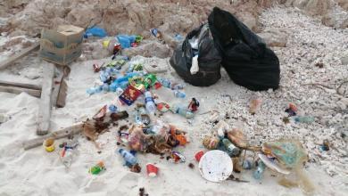 صورة بالصور: سيّاح يعبثون بالبيئة؛ فعوقِبوا بمحاضر ضبط