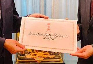 صورة في ظرف مُعنون باللغة العربية: سفيرنا في تايلند يُقدِّم أوراق اعتماده