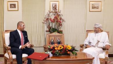 صورة السيد بدر يستقبل وزيرًا بريطانيًا