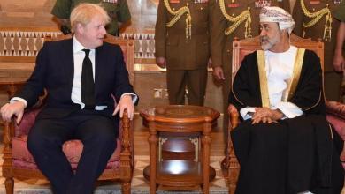 صورة اللقاحات والدقم أهم ما دار في حديث جلالة السلطان مع رئيس الوزراء البريطاني