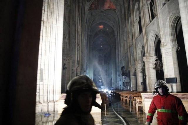 Παναγία των Παρισίων φωτιά