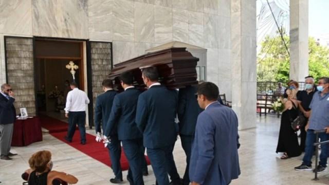 Συγκλονίζει ανάπηρη γυναίκα στη κηδεία του Βοσκόπουλου