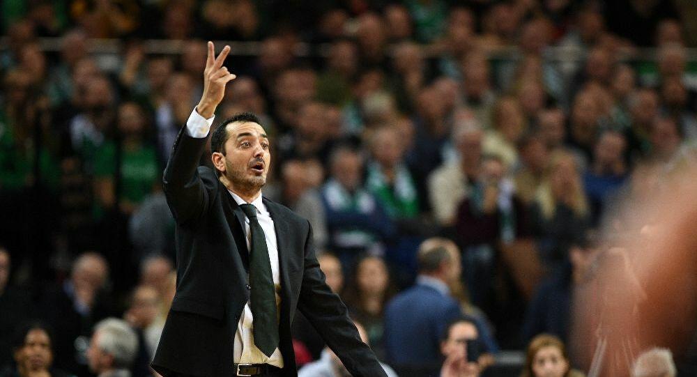 PAO basketball coach Vovoras ATHENS 9,84