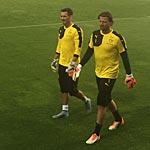 Kontrahenten um den Platz im Tor: Roman Bürki (li.) und Roman Weidenfeller. (Foto: athletic-brandao)