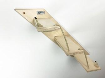 Scala per gatti in legno chiaro
