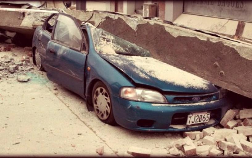 Οδηγώ και γίνεται σεισμός. Τι κάνω;