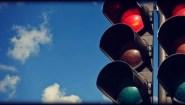 Βλαβερά τα κόκκινα φανάρια για τους οδηγούς