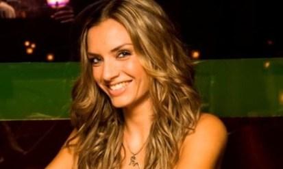 Μαρία Ένεζλη: «Δεν με φοβίζει η μοναχικότητα»