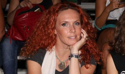 Eβελίνα Παπούλια: «Δεν γράφονται πια αστεία πράγματα για μένα»