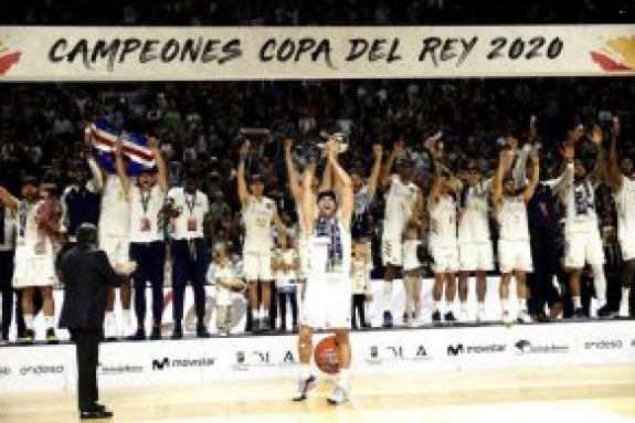 Ρεάλ: Παίκτες και φίλαθλοι γιόρτασαν μαζί την κατάκτηση του Copa del Rey (vids)