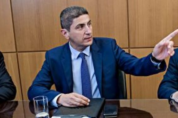 «Περνάει» νομοθετική ρύθμιση για τις αλλαγές στα προγράμματα των διοργανώσεων