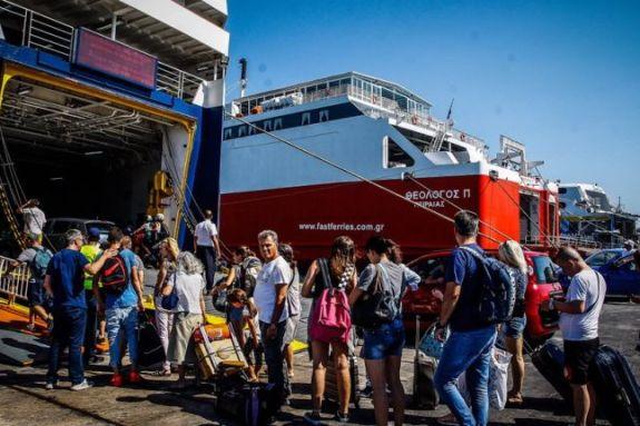 Σήκωσαν άγκυρα τα πλοία – Ουρές, θερμομετρήσεις και ερωτηματολόγια