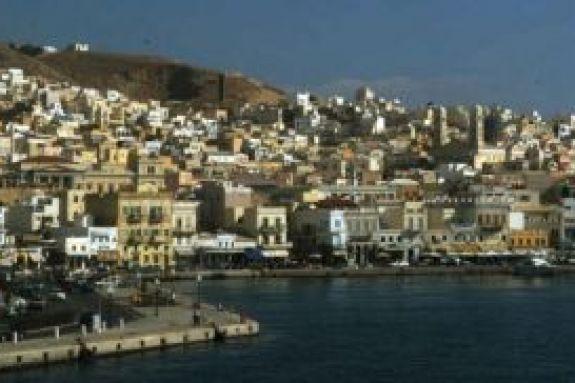 Κρούσμα κορωνοϊού και στη Σύρο – Εργάτης θερμοκηπίων βρέθηκε θετικός στον ιό