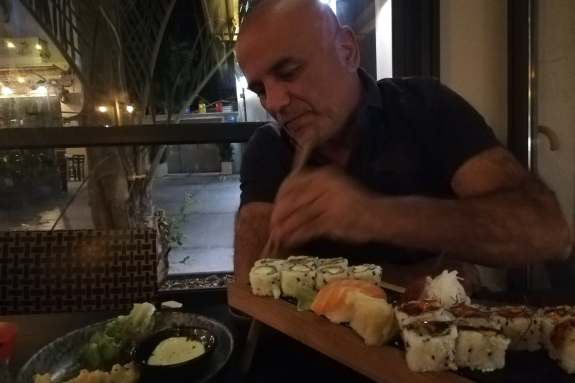 Σούσι με πικάντικο… διάλογο!!!