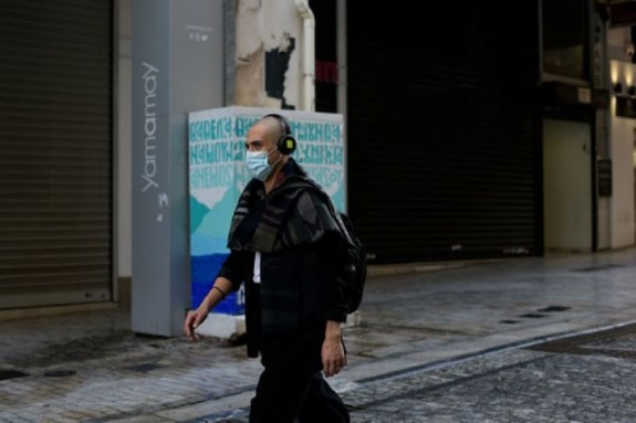 Ο κορωνοϊός χτυπά τους νέους: Καμπανάκι για τις εστίες υπερμετάδοσης – Μέτρα για να αποφευχθεί το γενικό lockdown