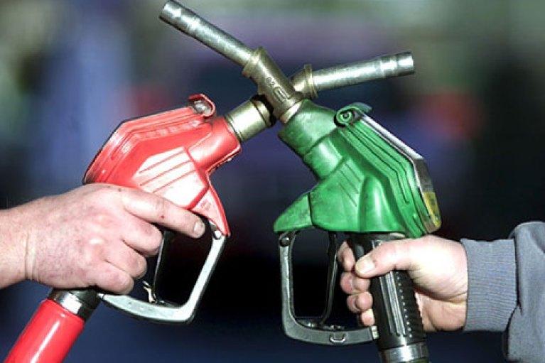 Πλαφόν στην τιμή της βενζίνης