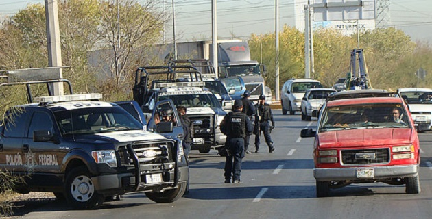 A los detenidos les fueron aseguradas dos armas largas entre los cuales estaban dos fusiles AK-47, y dos pistolas una calibre nueve milímetros y otra 38 súper con siete cargadores y 229 cartuchos de diferentes calibres