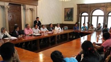 La principal demanda de los normalistas es la exoneración de sus compañeros que cada semana vienen a Morelia a firmar en el Cereso por estar sujetos a proceso penal por el robo de 17 autobuses y la destrucción de 13