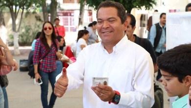 Jaime Darío Oseguera emitió su voto acompañado de su familia