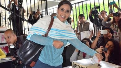 Luisa María Calderón emite su voto en estas elecciones 2015 en Michoacán