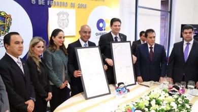 En Querétaro, Martínez Alcázar firmó con el alcalde Marcos Aguilar Vega el hermanamiento entre ambas ciudades del centro del país