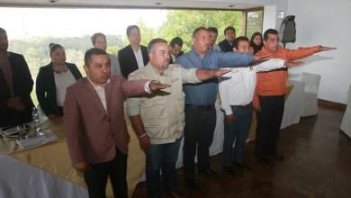 El líder del Sol Azteca, Carlos Torres Piña, conminó a los alcaldes a trabajar juntos para buscar vías del desarrollo y progreso para Michoacán, ante los retos que se presentan diariamente