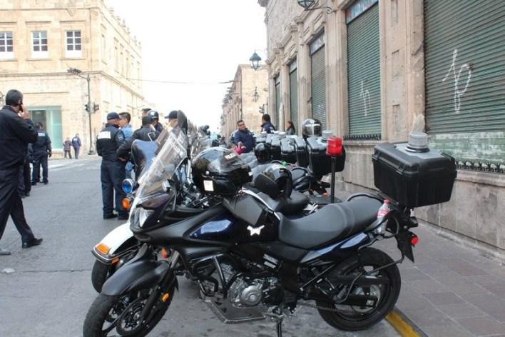 El Comandante Felipe González Carmona, Director de Proximidad y Vigilancia, puntualizó que desde temprana hora, los elementos realizan recorridos de supervisión por el Centro Histórico