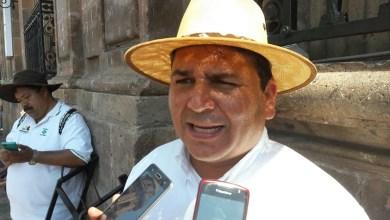 Otra de las razones por las que se está pidiendo que salga el director, es por la apatía que ha demostrado con los empleados y con la misma institución, dice Mendoza Andrade