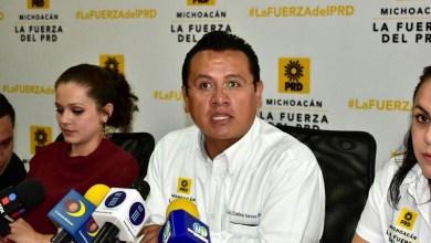 """""""Como presidente del PRD en Michoacán, en la cuna donde se inició este gran proyecto, tengo la responsabilidad de levantar la voz y exigir respeto para los militantes de mi partido"""", atajó Carlos Torres Piña"""