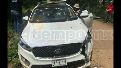 La mujer fallecida quedó dentro de una camioneta KIA, de color blanca, con placas de Michoacán, la cual contaba con reporte de robo, siendo identificada como Jennifer Naomi L., de 14 años de edad