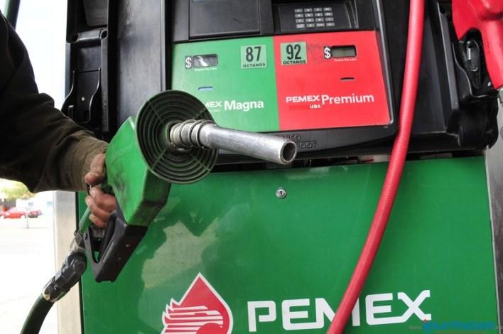 Desde el 18 de febrero de este año, Hacienda publicaba diariamente el precio máximo del combustible en el DOF, a partir de este 30 de noviembre y durante todo el 2018, los automovilistas y consumidores sabrán los precios de los combustibles directamente en las gasolineras