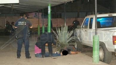 Personal de la Unidad Especializada en la Escena del Crimen (UEEC) fueron los encargados de realizar las diligencias y trasladar el cuerpo al Servicio Médico Forense para continuar con la carpeta de investigación por este homicidio
