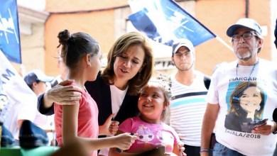 Margarita Zavala caminó por las calles de Morelia y saludó a comerciantes del Centro Histórico
