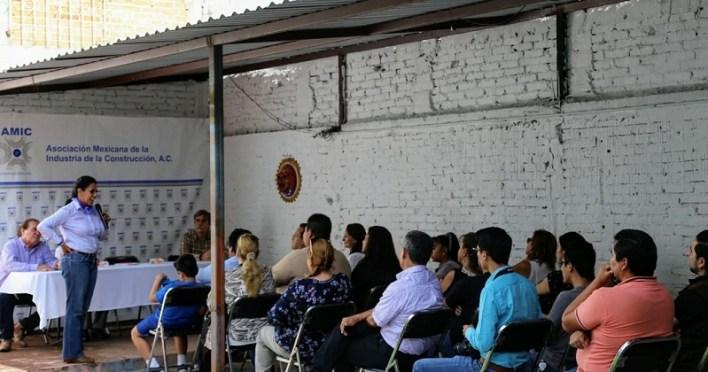 Luisa María Calderón se reunió con los integrantes de la Asociación Mexicana de la Industria de la Construcción (AMIC) a quienes presentó sus seis ejes de propuestas