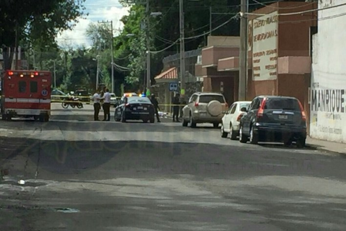 Vecinos que se percataron del incidente solicitaron apoyo a la línea de emergencias y en minutos arribaron elementos de la Policía Michoacán
