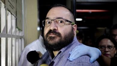 La fiscalía mexicana también acusa a Duarte de lavado de dinero. Ambos delitos no se consideran graves, por lo que no requieren prisión preventiva de oficio