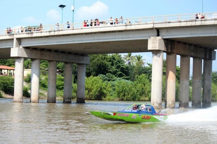 Así, ocurrió con habitantes de la localidad de Infiernillo, perteneciente a este municipio, quienes recibieron con gran algarabía al contingente de pilotos y sus respectivas embarcaciones