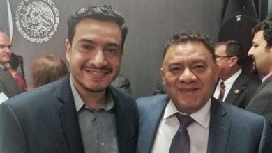 Bernabé Bahena estuvo acompañado de actores políticos como Carlos de la Portilla, jefe en Enlaces de los Congresos Estatales de la Secretaría de Gobernación