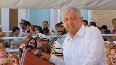 """""""Todavía tenemos que enfrentar ese cochinero que nos dejaron, pero vamos a limpiar la país, ya no habrá corrupción, me canso ganso"""", dijo el mandatario durante el 105 aniversario de la Defensa del Puerto de Veracruz"""