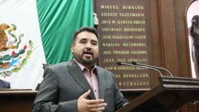 Juárez Blanquet planteó una iniciativa para reformar la Ley Orgánica Municipal del Estado, en la que se establece que se elimine el requisito de contar con una instrucción de por lo menos educación básica