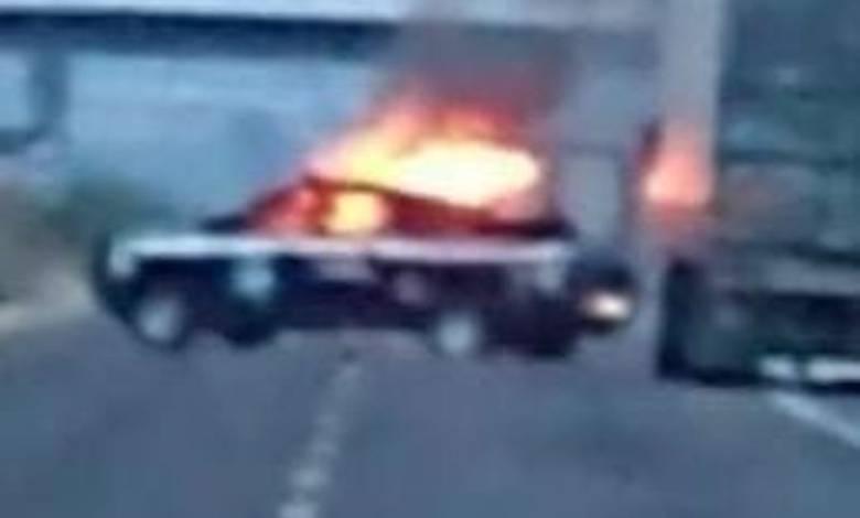 Normalistas, queman patrulla, Policía Michoacán