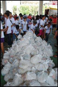 Atikha OFW Helpline in Cooperation with Stichting Habagat & Wilde Ganzen of Netherlands Distributed Relief Goods for Victims of Typhoon Ondoy!