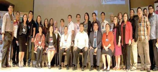 HE Cresente Relacion together with Philippine delegates and PinoyWISE-Qatar