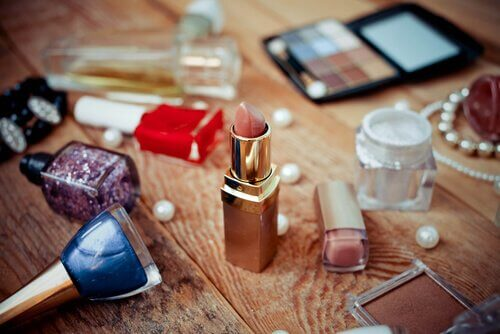 Stay organized with our makeup tips.