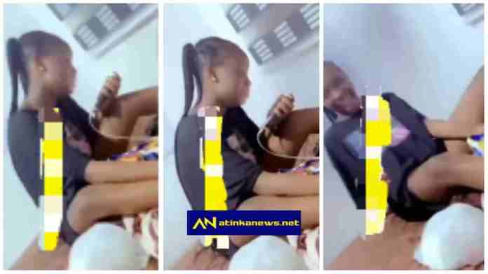 """""""Don't dump me, I cant live without you"""" – Lady cries as she begs her boyfriend [Video]"""